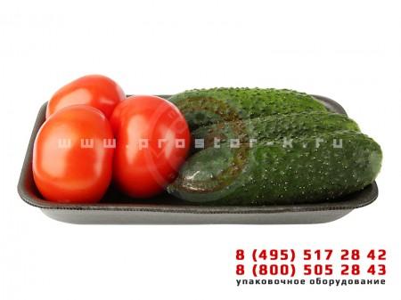 Упаковка огурцов и помидор на подложке во флоу-пак